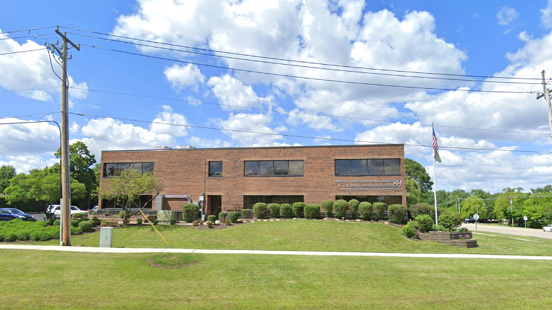 Photo of the district building in Glen Ellyn, IL